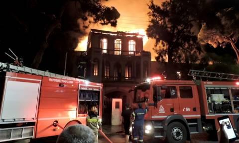 Χανιά: Παρανάλωμα του πυρός το Πολεμικό Μουσείο - Ολοκληρωτική η καταστροφή (pics&vids)