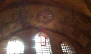 Εμφάνιση Σταυρών κάτω από τον ασβέστη στην Αγία Σοφία (photos)