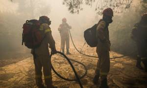 Φωτιά Κινέτα: Βίντεο - ντοκουμέντο από την προσαγωγή ύποπτου για τη μεγάλη καταστροφική πυρκαγιά
