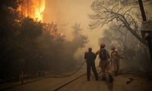 Φωτιά τώρα - Καίγεται η Ελλάδα: Ανεξέλεγκτα μέτωπα σε Κινέτα και Πεντέλη - Καίγονται σπίτια
