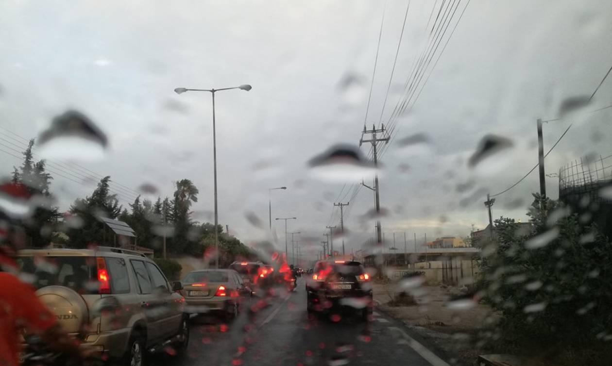 Φωτιά Πεντέλη: Ελπίδες για περιορισμό του μετώπου - Άρχισε να βρέχει στην Ανατολική Αττική