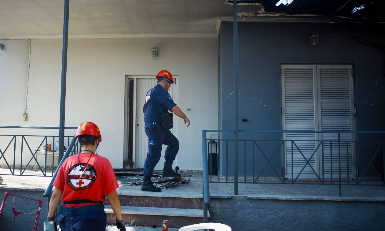 Φωτιά Αττική: 81 οι νεκροί - Εντόπισε απανθρακωμένη τη μητέρα του μέσα στο σπίτι