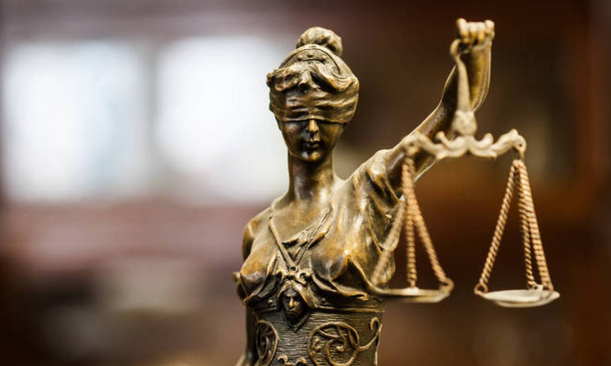 Φωτιά Αττική: Δικαστές και δικηγόροι σπεύδουν υπέρ των πυρόπληκτων