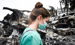 Φωτιά: Στιγμές σπαραγμού στο Νεκροτομείο Αθηνών – Ταυτοποιήθηκαν τουλάχιστον 30 θύματα