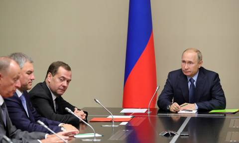 Путин провел совещание с постоянными членами Совета безопасности РФ