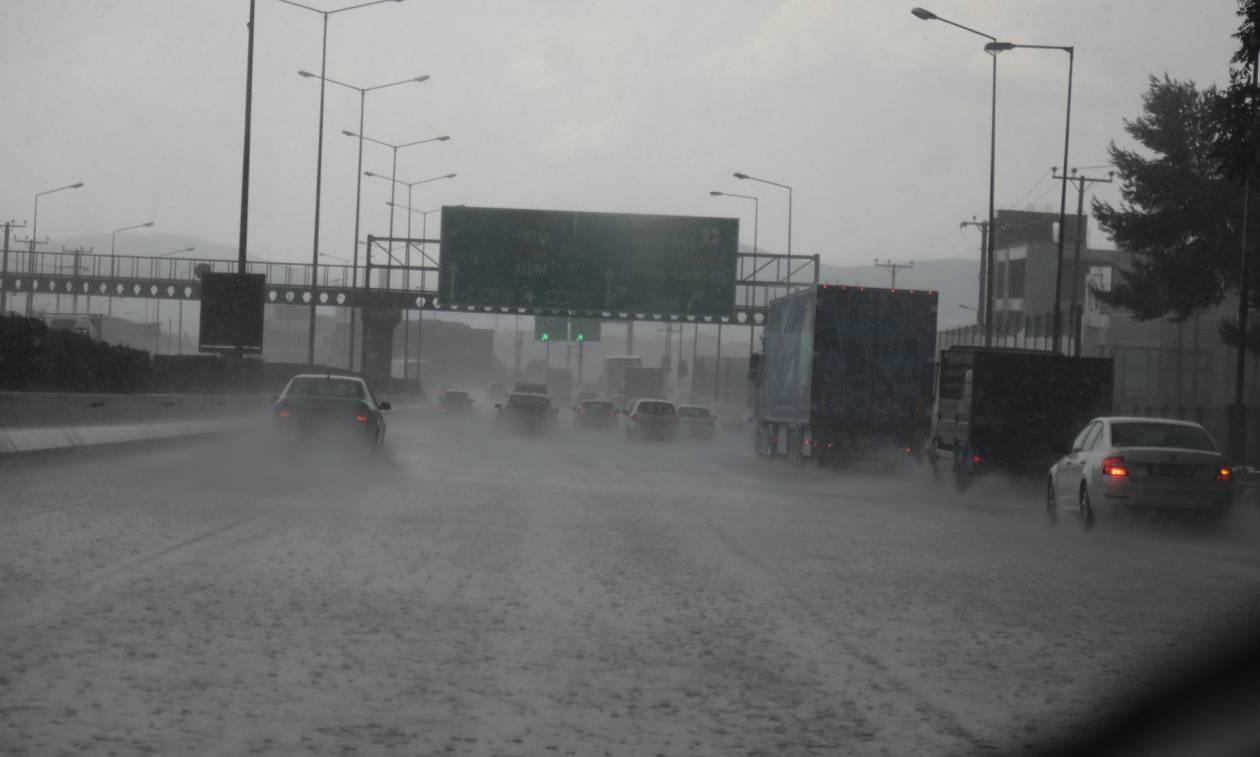Πλημμύρισε η Εθνική Οδός Αθηνών - Λαμίας στο ύψος των Θρακομακεδόνων (vids&pics)