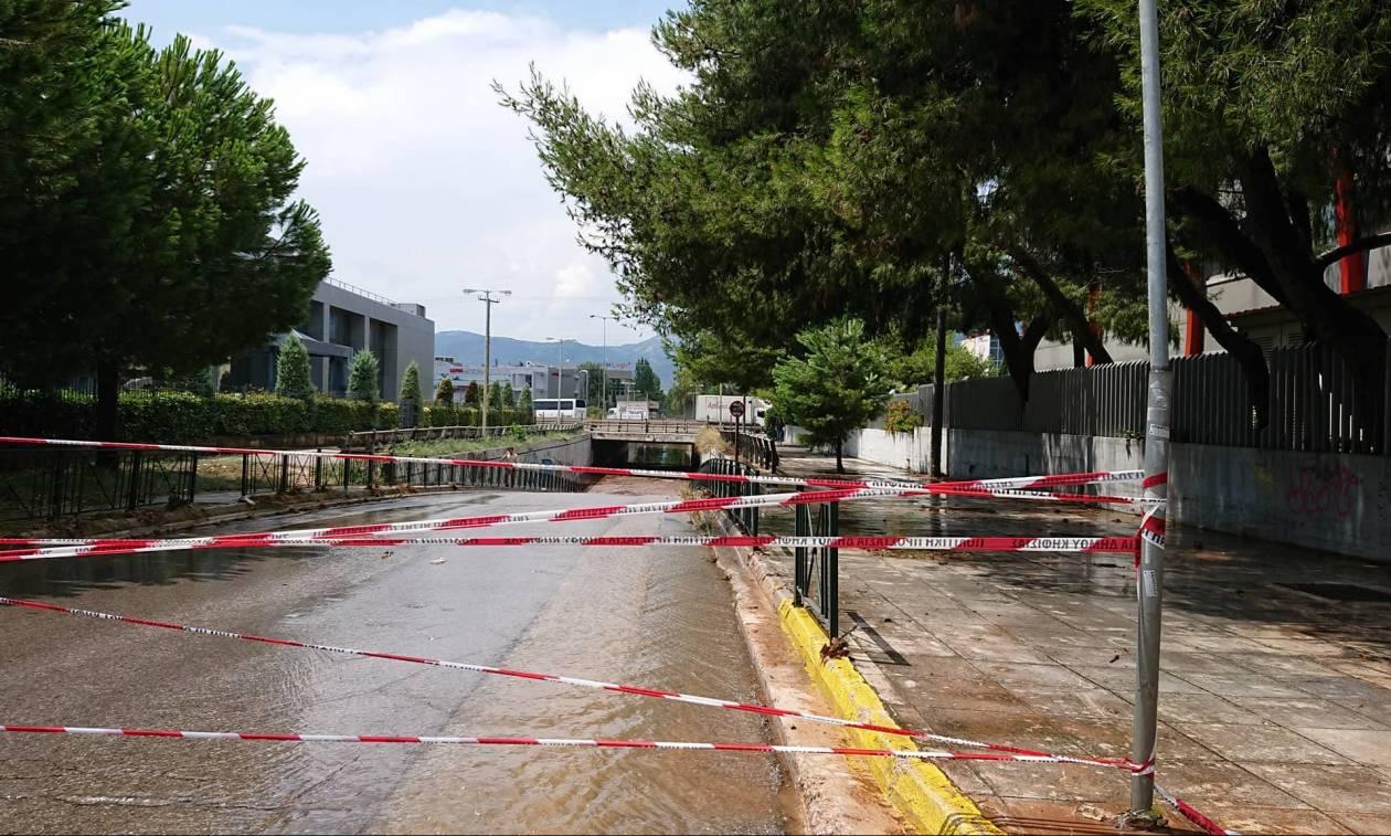 Κλειστοί δρόμοι στην Αττική από την ισχυρή καταιγίδα (pics+vids)