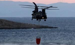 Χανιά: Δείτε τα συγκλονιστικά πλάνα από ελικόπτερο που σβήνει φωτιά στη Κακόπετρα