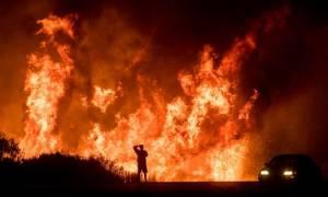 Φωτιά: Πανικός σε live μετάδοση - Παρουσιάστριες εγκαταλείπουν το στούντιο λόγω της πυρκαγιάς (Vid)