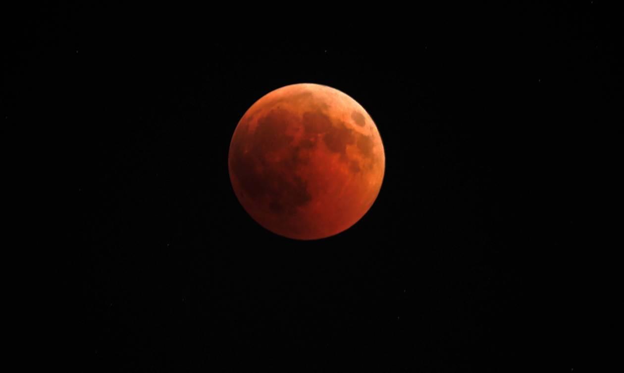 Το «Ματωμένο» φεγγάρι καθήλωσε και τους Έλληνες (pics)