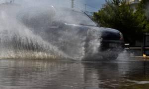 Αττική: Κατέρρευσε το δίκτυο ηλεκτροδότησης με τη νεροποντή - Πολλές οι διακοπές ρεύματος