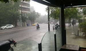 Καιρός: Ισχυρή καταιγίδα έπληξε την Αττική - Πλημμύρισαν δρόμοι