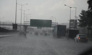 Καιρός: Καταιγίδες και βροχές τη Δευτέρα - Φόβοι για πλημμυρικά φαινόμενα