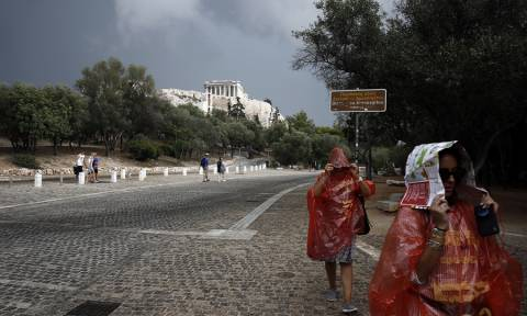 Fire brigade receives 300 calls for help after downpour in Attica