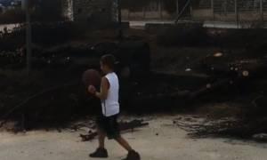 Νάσος Παπαργυρόπουλος: Το συγκλονιστικό βίντεο στα καμένα με έναν πιτσιρικά