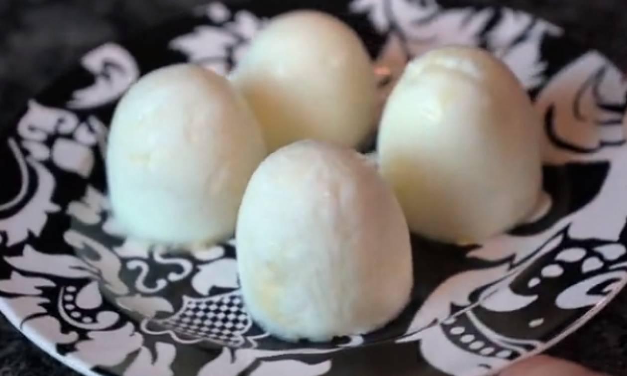 Πήρε αυγά και άρχισε να κάνει απίστευτα κόλπα μαζί τους... Θα δοκιμάσετε; (video)