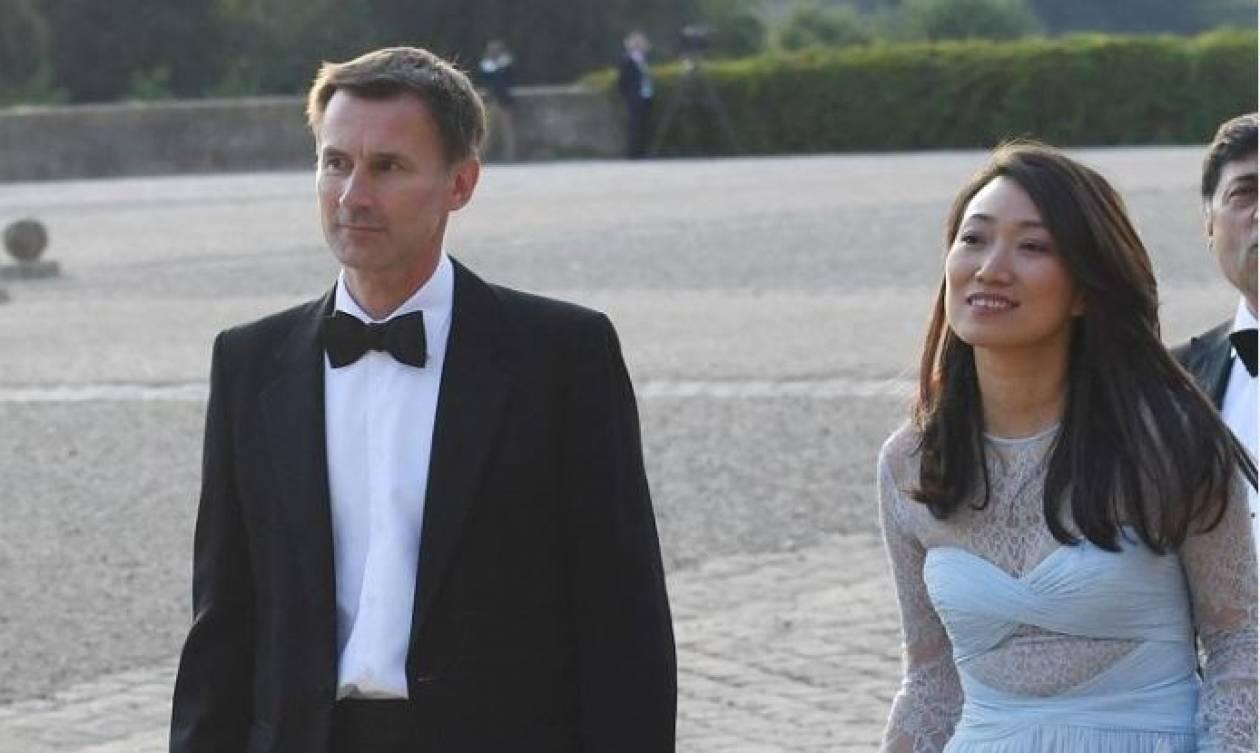 «Τι τρομερό λάθος!»: Η απίστευτη γκάφα του νέου Βρετανού ΥΠΕΞ που έγινε viral (Vid)