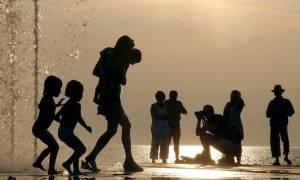 Στο «κόκκινο» ο υδράργυρος στη Γαλλία: Μέτρα για την πρόληψη της θερμοπληξίας