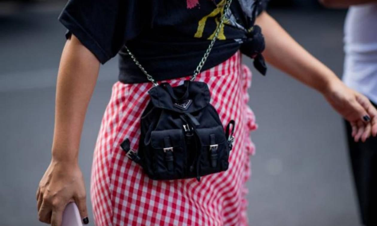 Tiny backpacks: Τα μικροσκοπικά τσαντάκια και η θέση τους στο στιλ σου