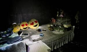 Ζωή μέσα από τις στάχτες: Ανατριχιαστικές φωτογραφίες από τα καμένα σπίτια στο Μάτι