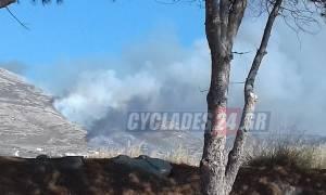 Μαίνεται η φωτιά στην Πάρο: Δεν απειλεί κατοικημένη περιοχή