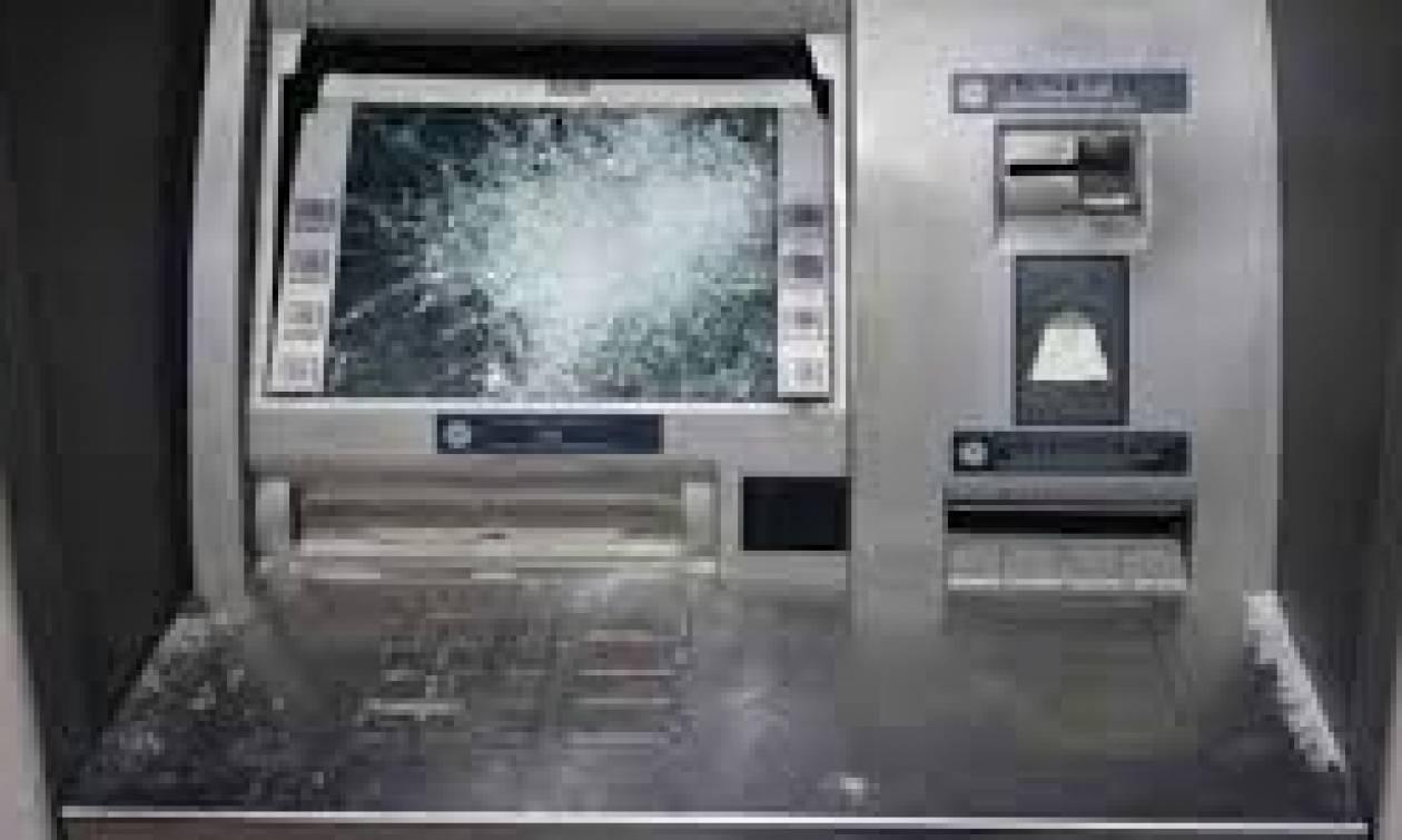 Ανατίναξαν δύο ΑΤΜ τραπεζών σε σούπερ μάρκετ στην Βαρυμπόμπη