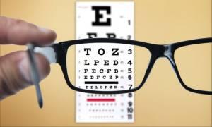 Κίνδυνος άνοιας: Τι μπορεί να αποκαλύψει μία επίσκεψη στον οφθαλμίατρο