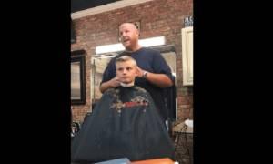 Μακάβρια φάρσα κομμωτή σε έναν 10χρονο (video)