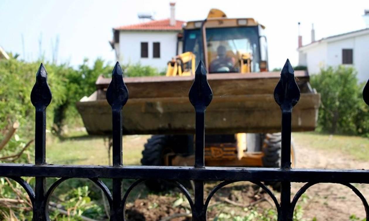 Πιάνουν δουλειά οι μπουλντόζες: Αυτά είναι τα 61 αυθαίρετα που κατεδαφίζονται