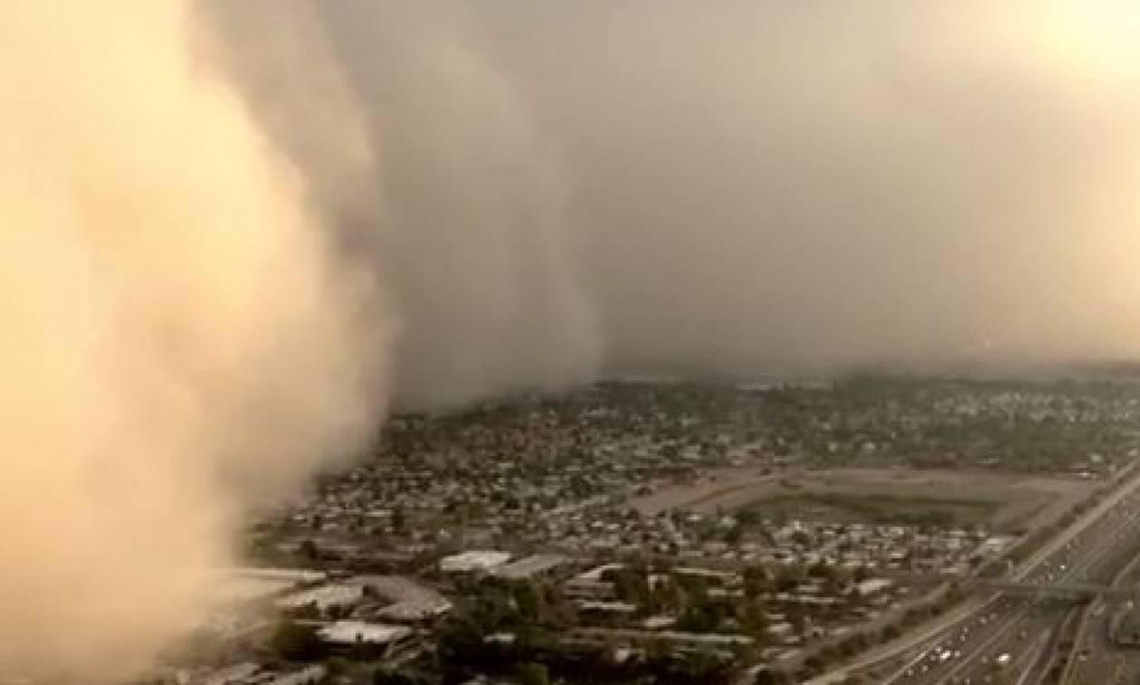 Απίστευτο βίντεο! Η στιγμή που γιγάντιο κύμα σκόνης καλύπτει ολόκληρη πόλη