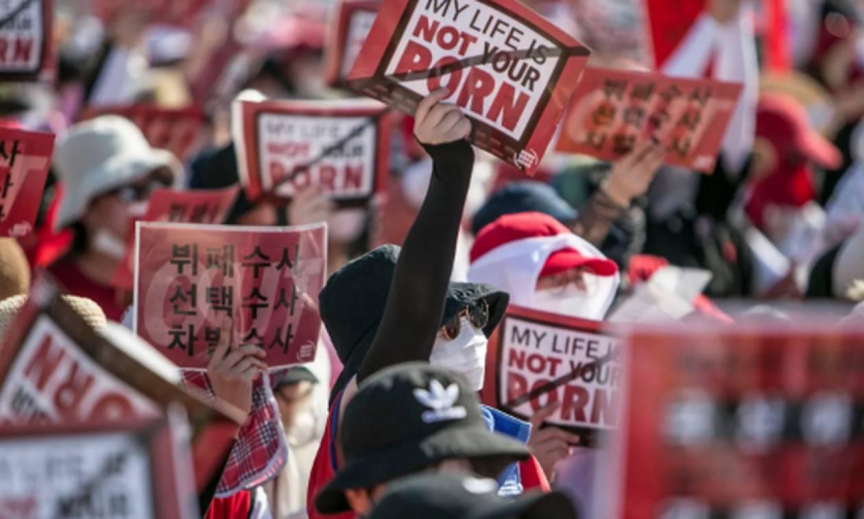 Νότια Κορέα: Ρεκόρ συμμετοχής σε διαδήλωση γυναικών στη Σεούλ κατά της κρυφής κάμερας