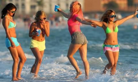 Γυναικοπαρέες σε νησιά: Τι συμβαίνει με την περίπτωσή τους;