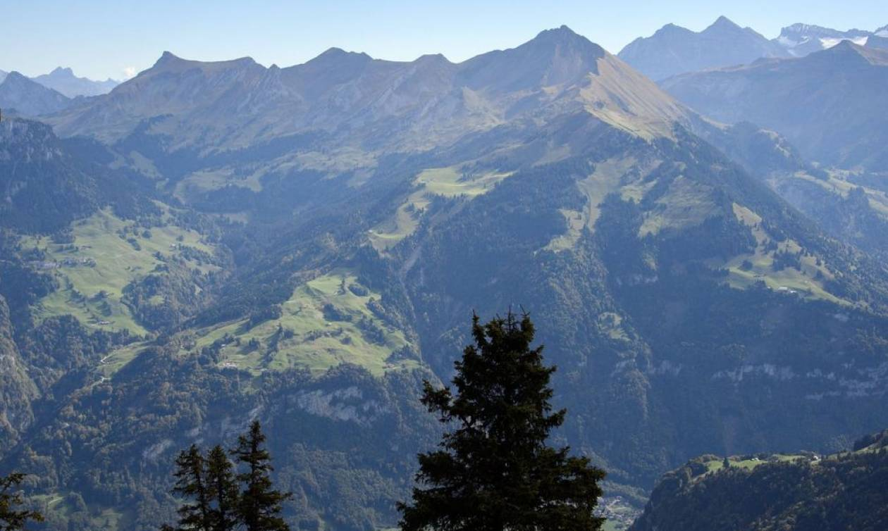 Τραγωδία στην Ελβετία: Τετραμελής οικογένεια ξεκληρίστηκε σε συντριβή αεροσκάφους