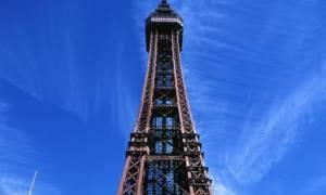 Ανεβαίνει σε έναν ψηλό πύργο και παθαίνει αμόκ (vid)