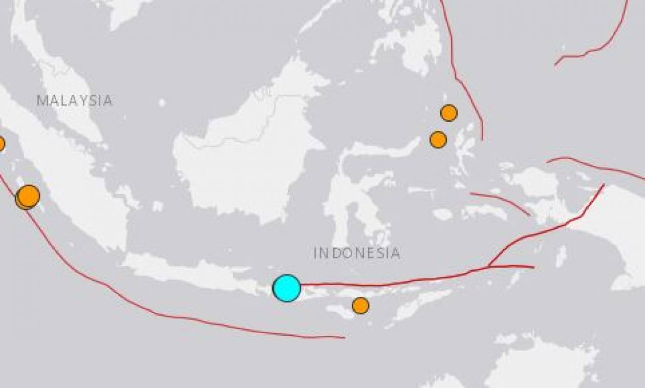 Ινδονησία: Ήρθη η προειδοποίηση για τσουνάμι μετά τον ισχυρό σεισμό - Πανικός στα αεροδρόμια (vids)
