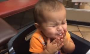 Δείτε πως αντιδρούν αυτά τα μωρά όταν δοκιμάζουν παγωτό για πρώτη φορά (vid)