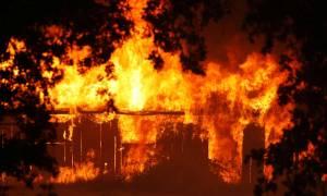 «Κόλαση» πυρός η Καλιφόρνια: Εστίες ενώθηκαν δημιουργώντας τη μεγαλύτερη πυρκαγιά στην ιστορία της
