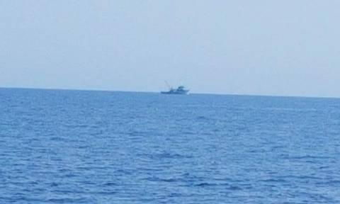 Απαράδεκτη πρόκληση: Τούρκοι ψαράδες παραβιάζουν τα ελληνικά χωρικά ύδατα στην Λέρο (pics-vid)