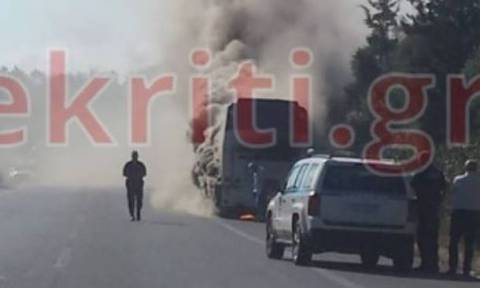 Bus with tourists bursts in flames while in motion