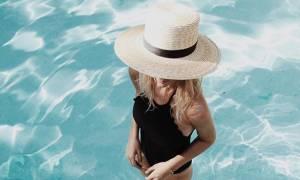 Γυμναστική και στις διακοπές; Κάψε θερμίδες κάνοντας ασκήσεις στην πισίνα
