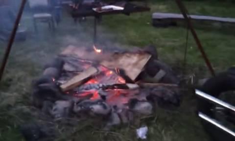 Επικό: Γκαζώνει τη μηχανή του και ανάβει φωτιά! (video)