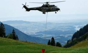 Ελβετία: Δεν θα πιστεύετε τι μεταφέρουν τα ελικόπτερα και πού το πάνε! (pic)