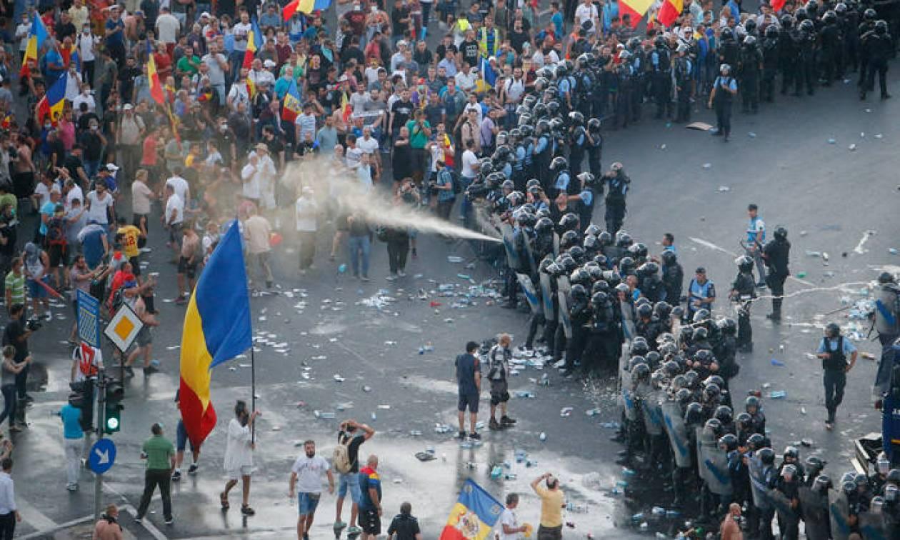 Ρουμανία: Αιματηρές συμπλοκές σε διαδήλωση - Πάνω από 400 τραυματίες