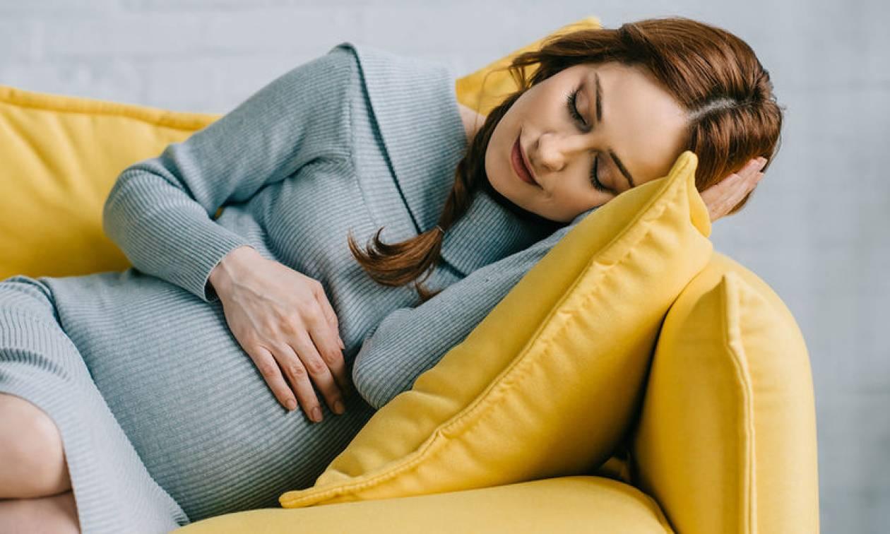 Ύπνος εγκύου: Πότε αυξάνεται ο κίνδυνος πρόωρου τοκετού