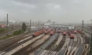 Θυελλώδεις άνεμοι ξηλώνουν τεράστια οροφή - Συγκλονιστικό βίντεο