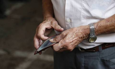 Αγωνία για τους συνταξιούχους: Νέα παράταση για συντάξεις και εφάπαξ