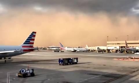 Απίστευτες εικόνες: Αμμοθύελλα σκεπάζει το αεροδρόμιο του Φοίνιξ (vid)