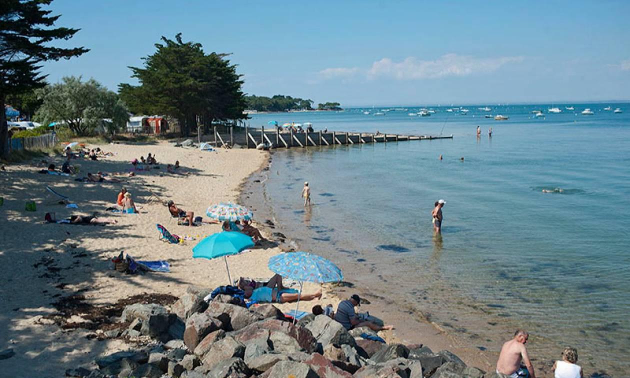 Τραγωδία: 21χρονος πνίγηκε μέσα στην τρύπα που είχε σκάψει στην άμμο