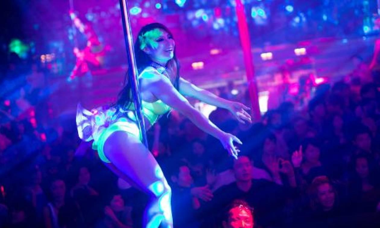 Κακός χαμός στην Πρέβεζα με αυτό που έκανε πασίγνωστη χορεύτρια σε αστυνομικούς!