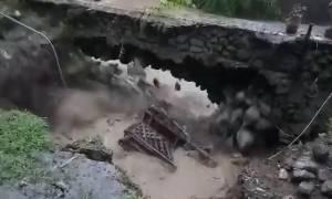 Συγκλονιστικό βίντεο: Σπίτι «εξαφανίζεται» μέσα σε λίγα δευτερόλεπτα από τις πλημμύρες